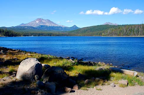 Elk_Lake_(Deschutes_County_Oregon_scenic_images)_(desDA0061).jpg by Gary Halvorson, Oregon State Archives