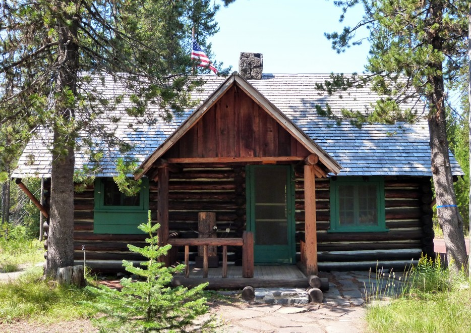 Elk_Lake_Guard_Station_-_Deschutes_NF_Oregon.jpg By Ian Poellet (Own work) [CC BY-SA 3.0 (http://creativecommons.org/licenses/by-sa/3.0)], via Wikimedia Commons